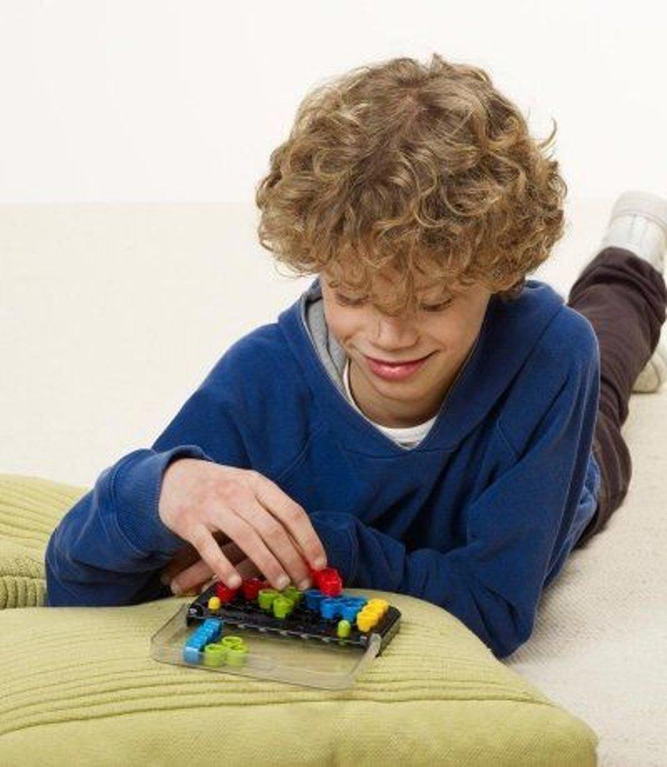 Smart Games IQ puzzler Twist #2